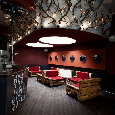Clubs & Bars.